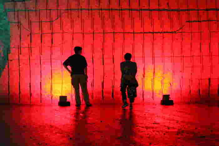 イベントやライブが行われるステージがあり、ミュージシャンのプロモーションビデオに登場することも。