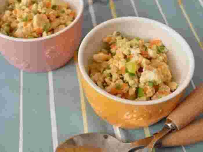 副菜としても、さらにご飯に乗せてもとっても美味しい◎なにかと使える、炒り豆腐。木綿豆腐を使って作る、節約レシピです。