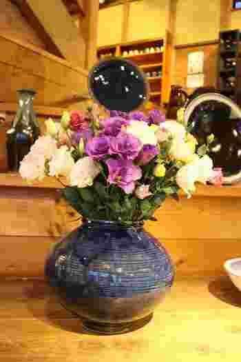 花器も落ち着いたブルーが素敵ですね。