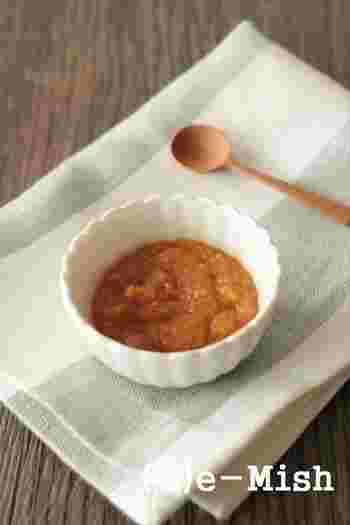 ぽかぽかと体を温めてくれるしょうがとハチミツを混ぜて作る、しょうが味噌。ご飯にのせたり、炒め物のや和え物の調味料としても使えます。