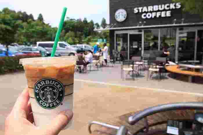 スターバックスは、1971年にアメリカ・シアトルで創業したコーヒーチェーン店。世界に20,000以上の店舗、日本には1,000以上の店舗を構えています。