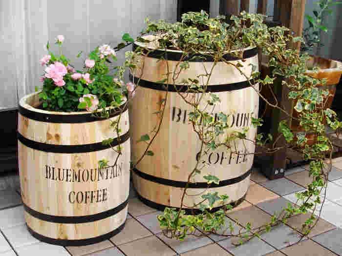 こんなコーヒーバレルをプランターにして植物やハーブを育ててみるのも良いですね。