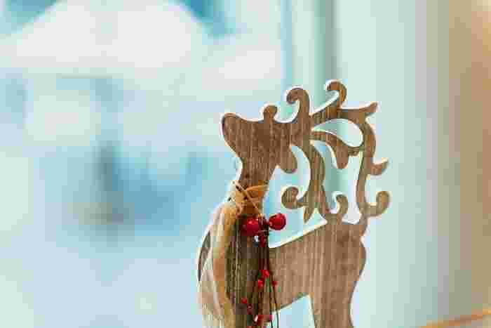 いよいよクリスマスシーズン到来。華やかなディスプレイや聴こえてくるクリスマスソングに、ワクワクしている方も多いはず。ただ、お家の飾り付けはマンネリになりがち…。そんな方のために、もっと自由にクリスマス気分を味わえるとっておきのアイテムをご紹介します。スペースが限られている方も必見です◎。