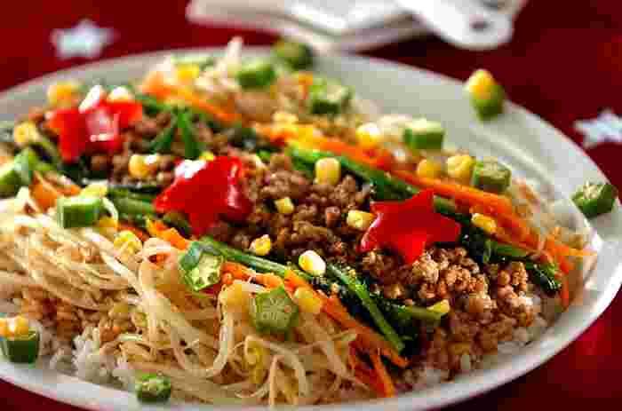 キラキラの星の大群である天の川をたっぷりの野菜と豚ひき肉で表現したビビンバは、食事として満腹感があります。野菜が苦手な子どもでもかわいらしい盛り付けでテンションが上がりますよ。