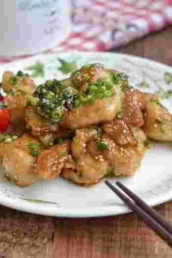 ネギは、鶏もも肉と最高に相性がいい食材です。そして甘辛ダレは、鶏もも肉の個性を引き立てる最適の味付け。この2つを組み合わせた美味しさは、知らずにはもったいない!