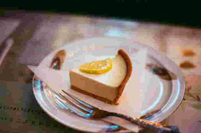 ケーキも充実。レアチーズのタルトや紫芋モンブラン、マロンケーキなど。見た目も味もちょっぴり懐かしいような素朴な味わいです。