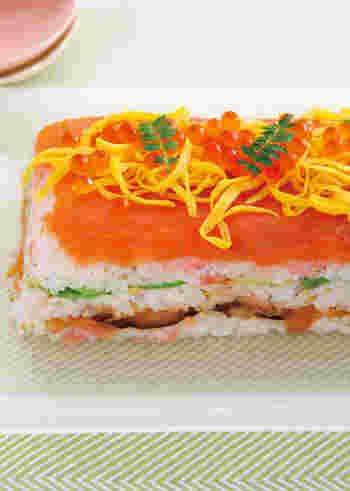 存在感抜群なミルフィーユ寿司はビジュアル良し、ボリューム良し、持ち運びが簡単、の三拍子揃い。女子会でも喜ばれる一品ですね。