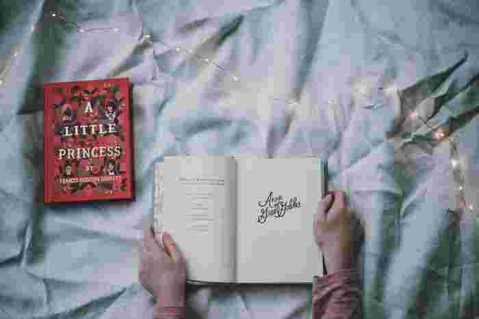 週末の夜など少し時間に余裕がある時は、買ったまま読んでいなかった本をじっくり読むのもおすすめです。寝る前に読む本はは、その後の睡眠を妨げにならないよう電子書籍ではなく紙の本を選びましょう。