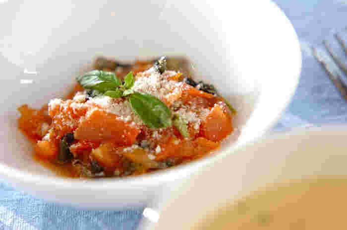 イワシとトマトはとっても相性の良い組み合わせ☆パスタにのせてみたり、パンにのせてカナッペ風にしてみてもとても美味しそうですね。イワシ以外のアジやサンマでも美味しくいただけます。