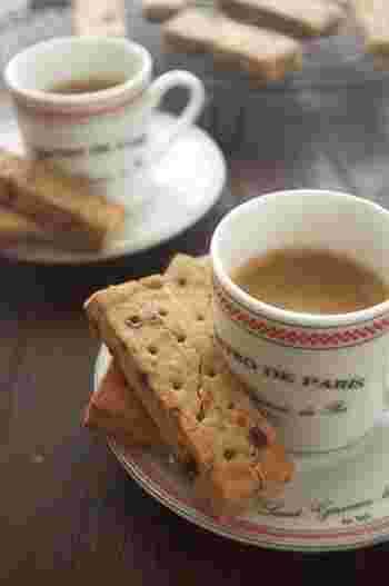 ホッと一息つきたい時には、紅茶やコーヒーと相性の良いショートブレッドがおすすめ。卵もバターも使わない「米粉」のスイーツです。小麦粉で作ったものとは違う食感を楽しんでくださいね!