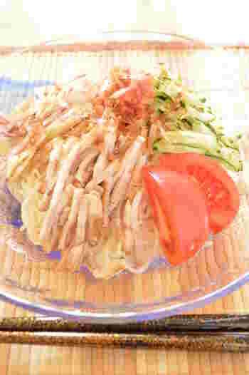 作り置きができる紅茶豚は、他の料理へのトッピングとしても相性抜群です。  紅茶豚は余分な脂が落とされてあっさりしているので、食欲のない夏の冷麺などにもぴったりなレシピです。