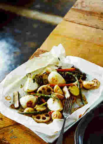 お肉料理の付け合わせも忘れずに。旬の野菜のグリルはいかが?オーブンに入れて焼くだけなので、とても簡単。仕上げに、ビネガーとオリーブオイルで作ったドレッシングを絡めて、さっぱりといただきましょう。