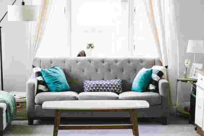 黒より重くならず、白よりも表情のあるグレーは、お部屋を洗練された雰囲気にしてくれます。インテリアにもすっと馴染んでくれるのも嬉しいポイント。